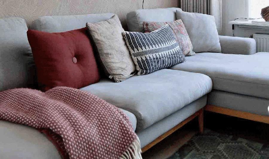 Lekker warm de winter in met kussens en wollen deken