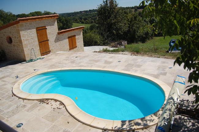 un projet de piscine coque polyester