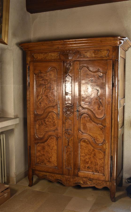 petite armoire bressane en bois