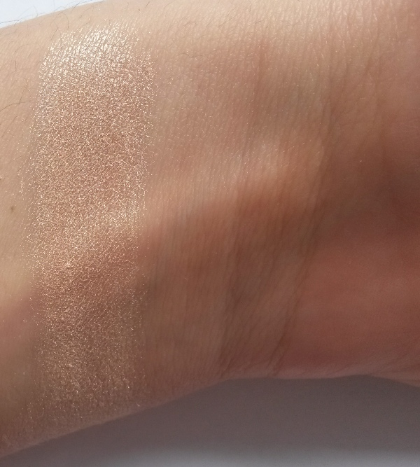 ClioMakeUp-neve-cosmetics-ombraluce-duo-contouring-minerale-ombra-light-swatch