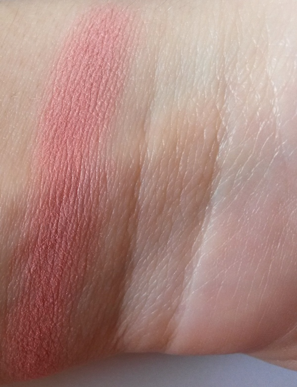 ClioMakeUp-recensione-essence-mosaic-blush-20-swatch