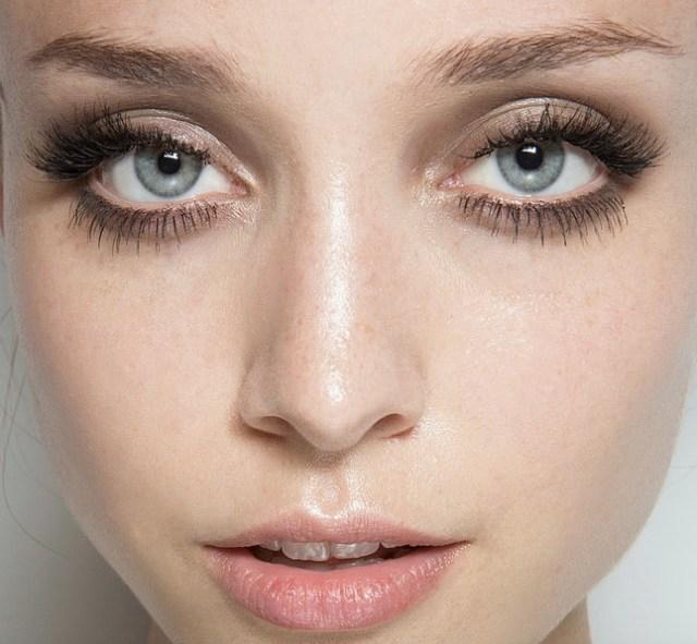 cliomakeup-applicazione-ciglia-finte-ciuffetti-5-domande-blush-terra-viso-occhi