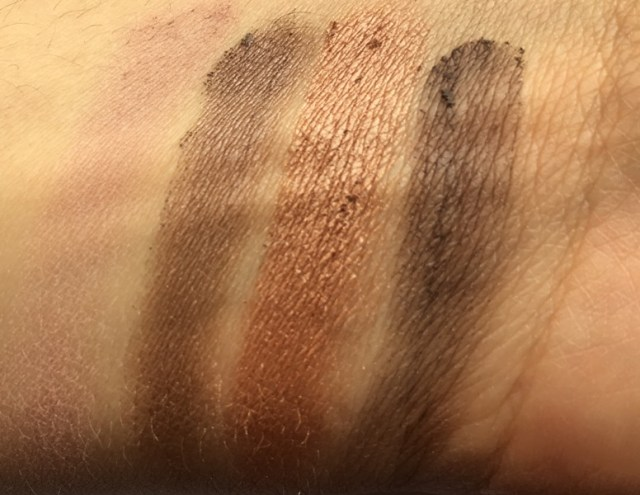 ClioMakeUp-recensione-maybelline-the-blushed-nudes-palette-swatch2