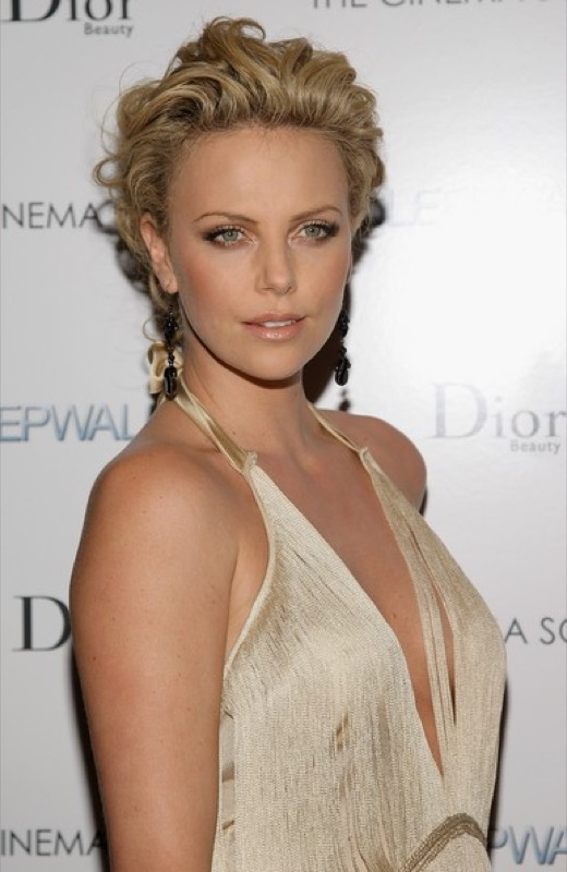 cliomakeup-chirurgia-estetica-no-star-celebs-contrarie-charlize-theron-2