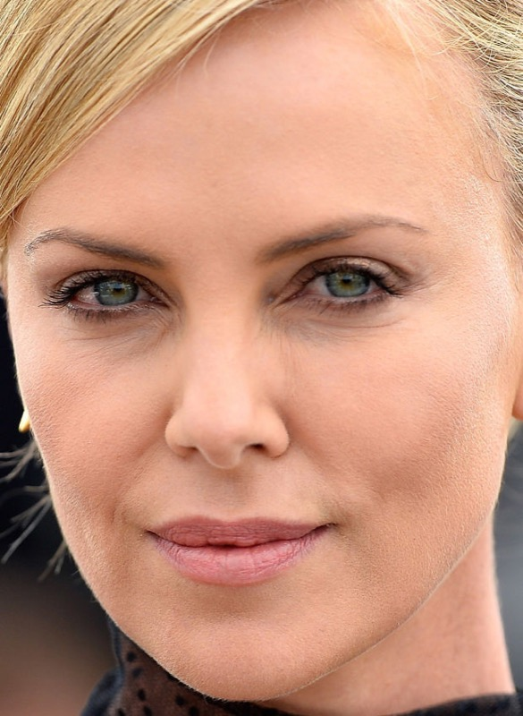 cliomakeup-chirurgia-estetica-no-star-celebs-contrarie-charlize-theron-3