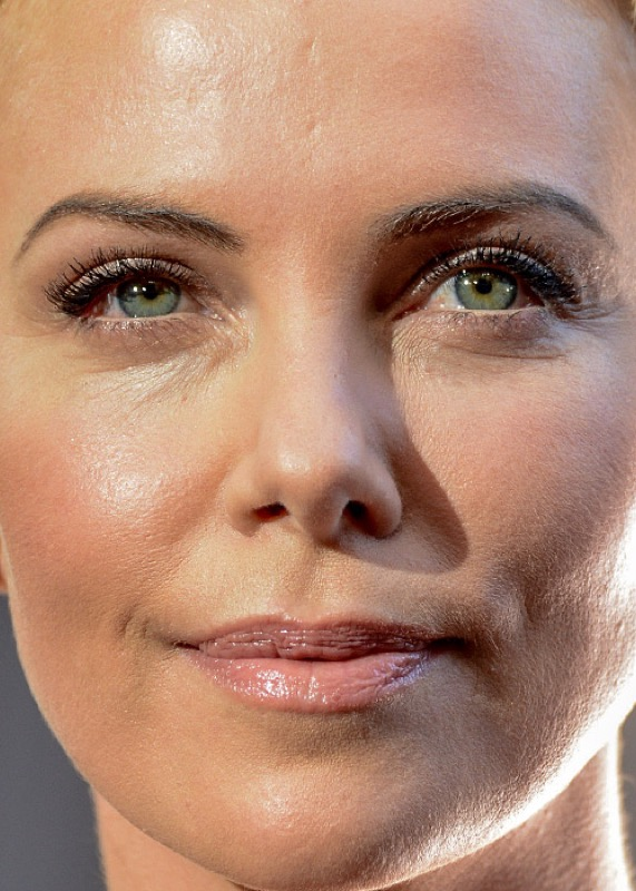 cliomakeup-chirurgia-estetica-no-star-celebs-contrarie-charlize-theron-5