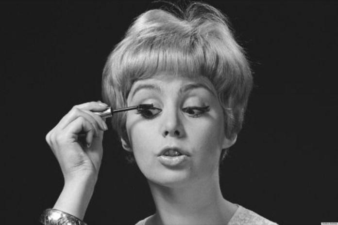 ClioMakeUp-mascara-migliore-incurvante-volumizzante-nero-applicazione-8