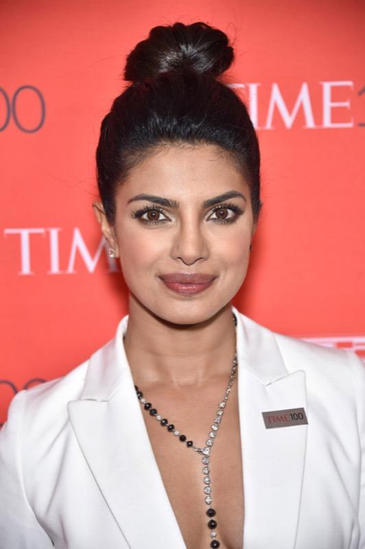 ClioMakeUp-donne-influenti-mondo-time-100-red-carpet-beauty-look-priyanka-chopra