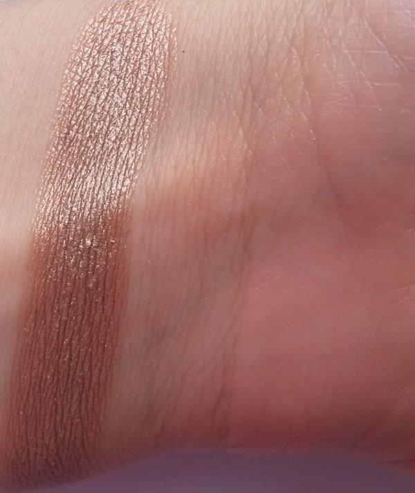 ClioMakeUp-recensione-Essence-I-Love-Soft-Metals-Eyeshadow-Swatch-04