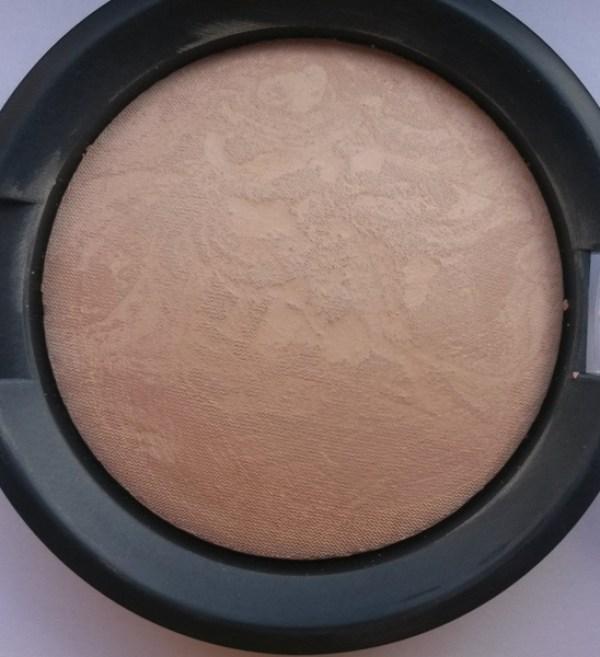 ClioMakeUp-recensione-essence-pure-nude-powder-20-macro