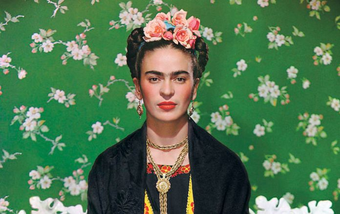 ClioMakeUp-corone-di-fiori-capelli-frida-kahlo-flower
