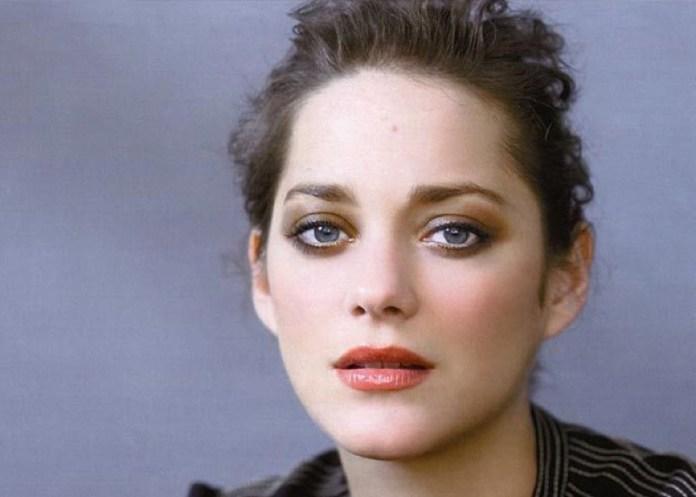 ClioMakeUp-trucco-castana-occhi-azzurri-occhi-labbra-rossetto-ombretto-10