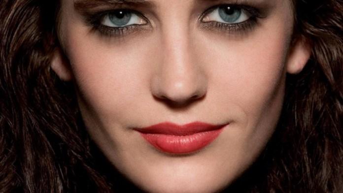 ClioMakeUp-trucco-castana-occhi-azzurri-occhi-labbra-rossetto-ombretto-19