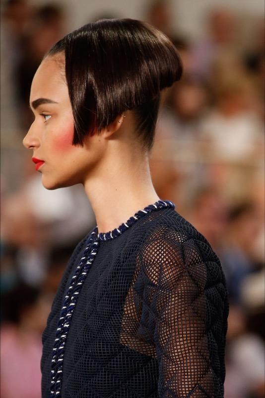 cliomakeup-capelli-orribili-acconciature-disastro-rovinano-trucco-makeup-modella-chanel-haute-couture-2