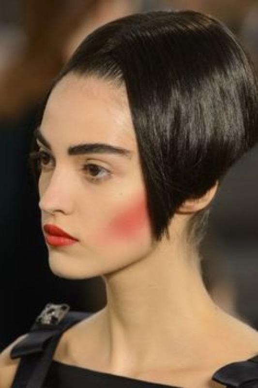 cliomakeup-capelli-orribili-acconciature-disastro-rovinano-trucco-makeup-modella-chanel-haute-couture-3