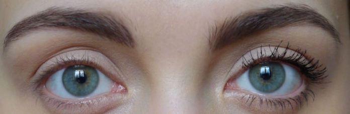 cliomakeup-mascara-waterproof-applicazione-trucco-occhi-ciglia-dritte