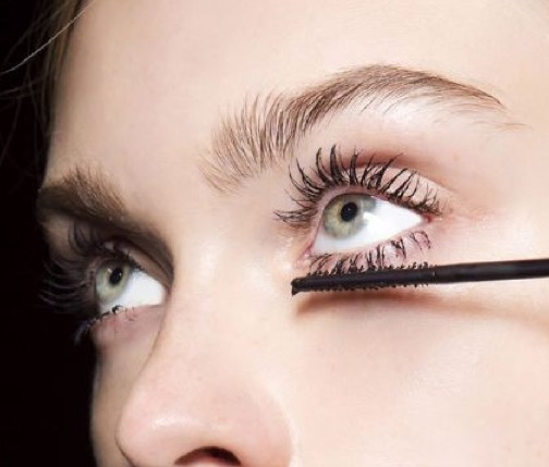 cliomakeup-mascara-waterproof-applicazione-trucco-occhi-scovolino-2