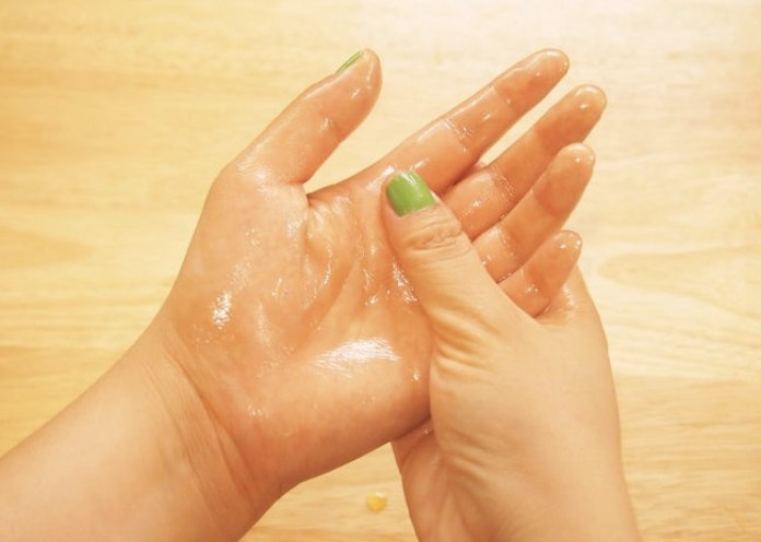 cliomakeup-maschere-mani-unghie-ricette-diy-olio-oliva-massaggio