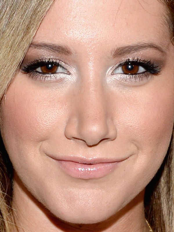 cliomakeup-pelle-luminosa-zone-viso-illuminante-angolo-interno-occhi-ashley-tisdale