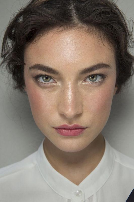 cliomakeup-pelle-luminosa-zone-viso-illuminante-naso-modella