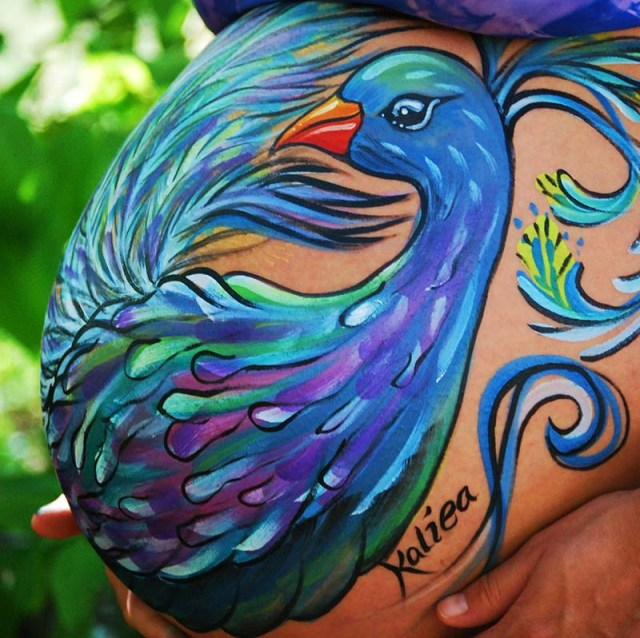 cliomakeup-prima-festa-della-mamma-belly-painting-pavone-1