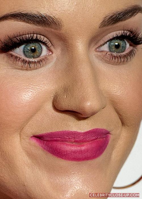 cliomakeup-primer-viso-occhi-trucco-quando-usarli-pori-dilatati-katy-perry