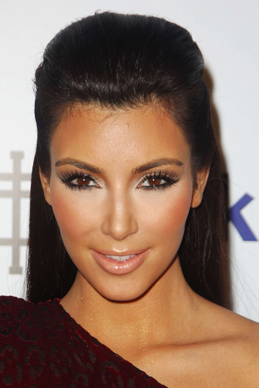 cliomakeup-trucchi-da-manuale-look-star-kim-kardashian-contouring-3