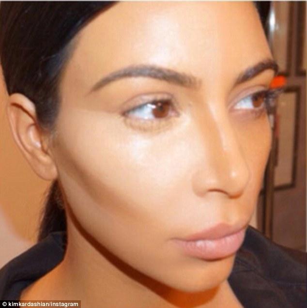 cliomakeup-trucchi-da-manuale-look-star-kim-kardashian-contouring-4
