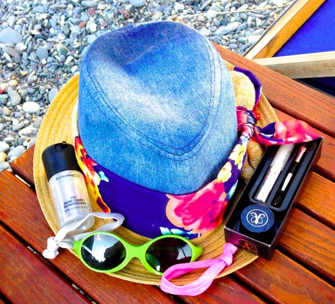 ClioMakeUp-beauty-routine-spiaggia-8-clio-borsa