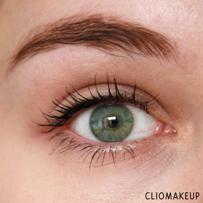 cliomakeup-recensione-forbidden-volume-false-lash-mascara-top-coat-essence-13