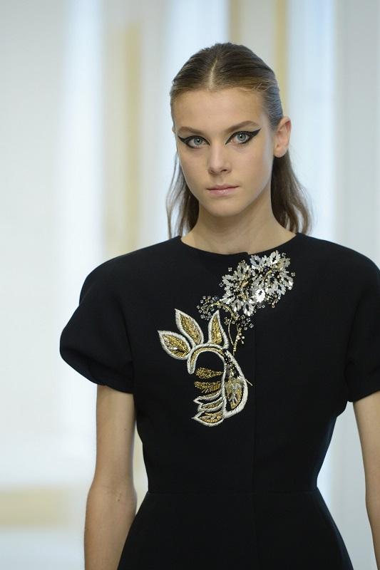 ClioMakeUp-alta-moda-Parigi-cat-eye-Dior-modelle-trucco-beauty-look-eye-liner-modelle-runway5