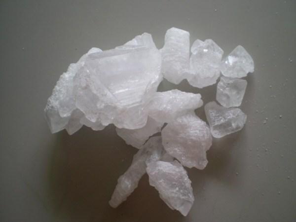 ClioMakeUp-brufoli-estate-caldo-sudore-cure-rimedi-trattamenti-allume-di-rocca
