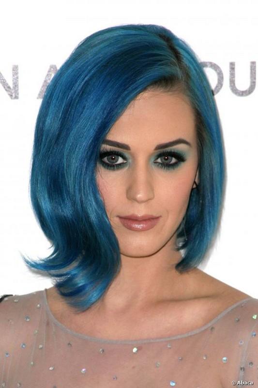ClioMakeUp-capelli-colorati-tinte-pazze-estate-arcobaleno-katy-perry