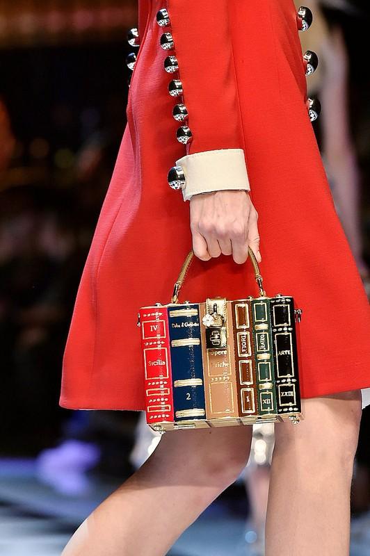 ClioMakeUp-collezioni-moda-ispirate-a-disney-modelli-dolce-e-gabbana-atmosfera-da-fiaba-modelle-accessori2.jpg