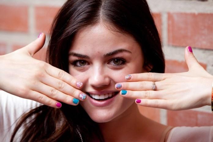 ClioMakeUp-trend-unghie-corte-star-manicure-chic-romantico-lucy-hale