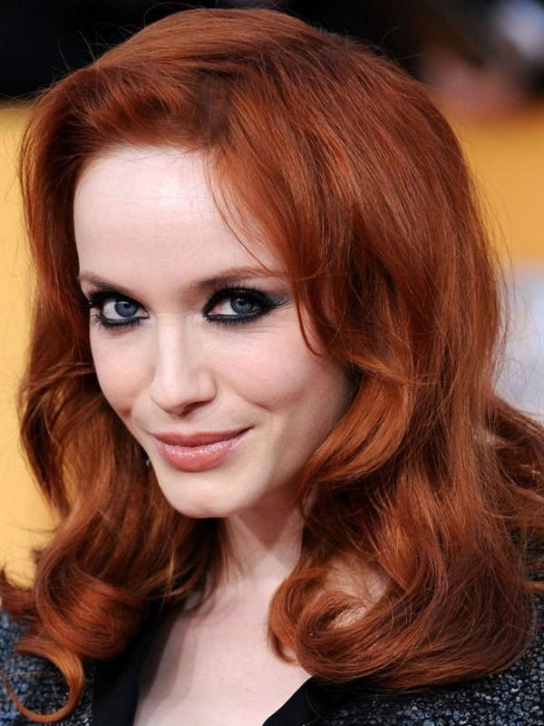 ClioMakeUp-trucco-capelli-rossi-occhi-blu-come-valorrizzarli-colori-christina-hendricks-smokey.jpg