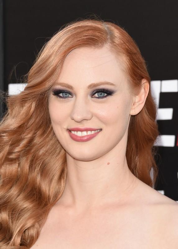 ClioMakeUp-trucco-capelli-rossi-occhi-blu-come-valorrizzarli-colori-deborah-ann-woll-smokey-eyes-nude-2
