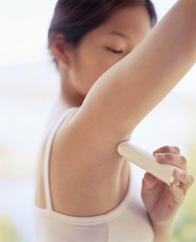 cliomakeup-errori-deodorante-3-applicazione