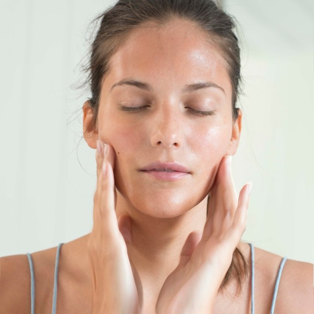 cliomakeup-facial-oil-beauty-trend-2