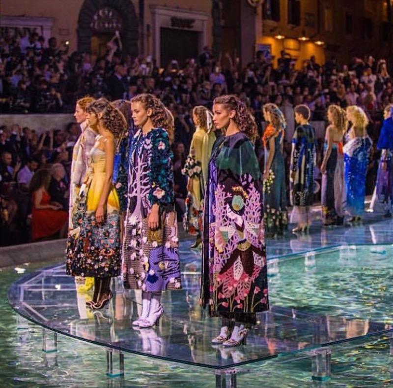 big sale a4321 4b40c Fendi E Dolce & Gabbana: Le Sfilate Spettacolo Tra Roma E ...