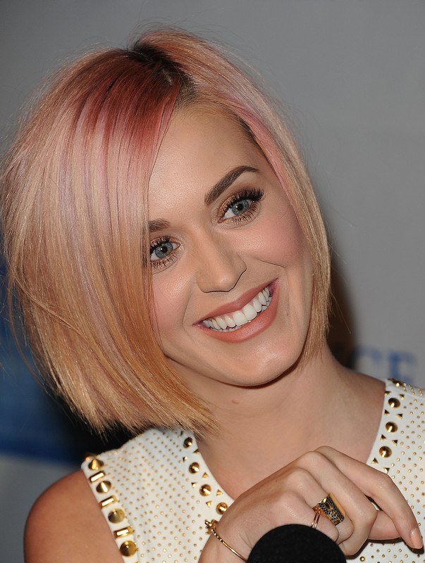 ClioMakeUp-star-capelli-naturali-hair-style-katy-perry-blonde