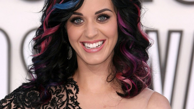 ClioMakeUp-star-capelli-naturali-hair-style-katy-perry-purple-hair-multi-color