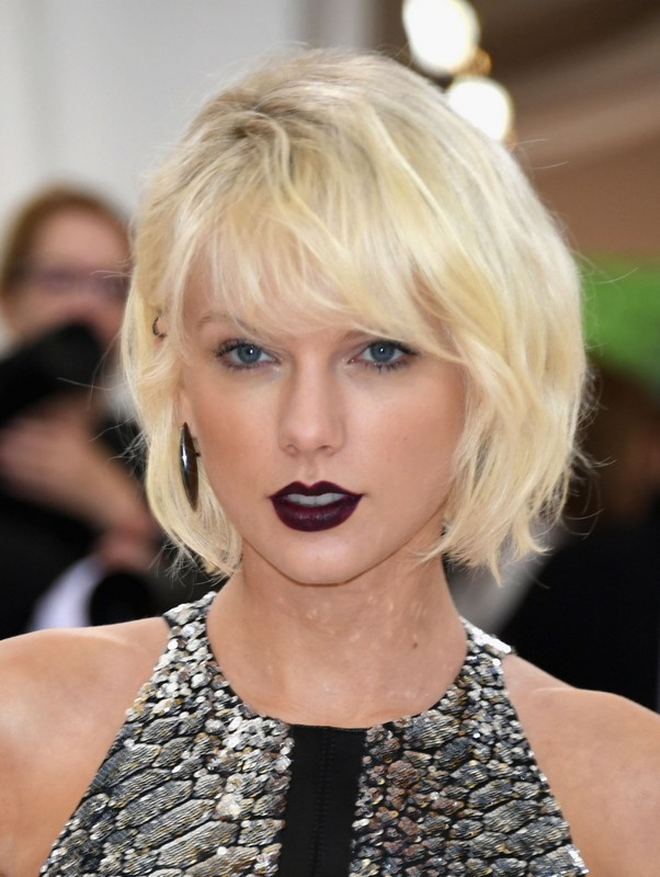 ClioMakeUp-star-capelli-naturali-hair-style-taylor-swift-white