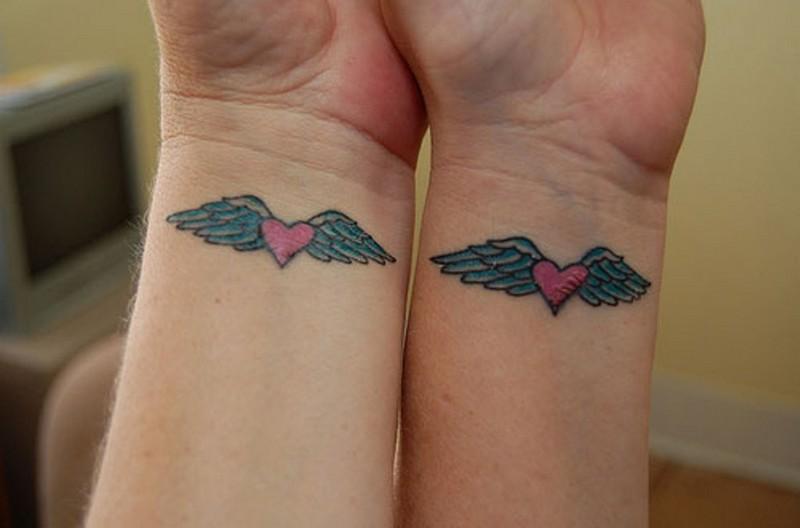 ClioMakeUp-tattoo-fare-con-mamma-per-sempre-abbraccio-cuori-ali