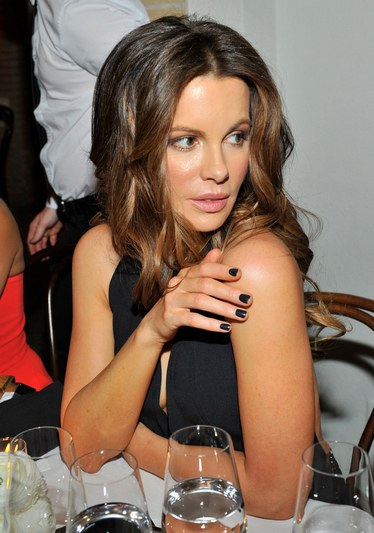 cliomakeup-celebrity-smalto-nero-7-kate-beckinsale