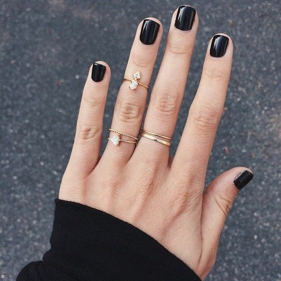 cliomakeup-migliori-smalti-bianchi-neri-2-manicure