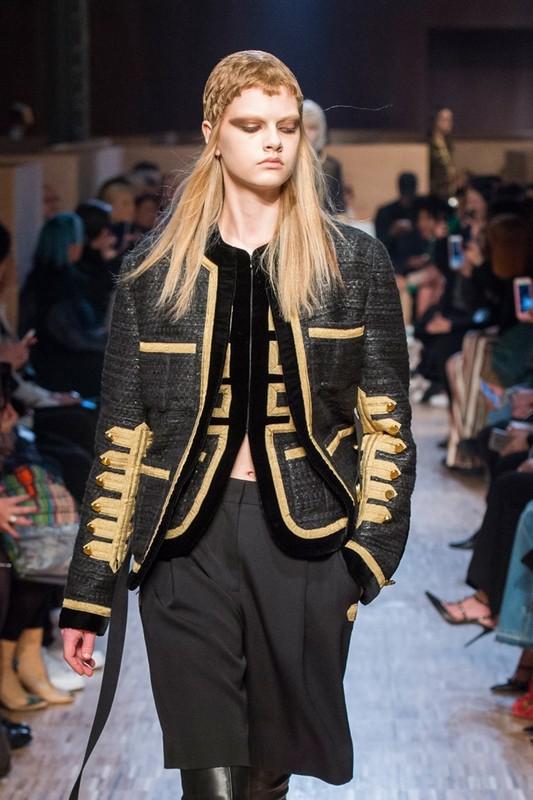 ClioMakeUp-moda-autunno-trend-2016-giacca-militare-givenchy