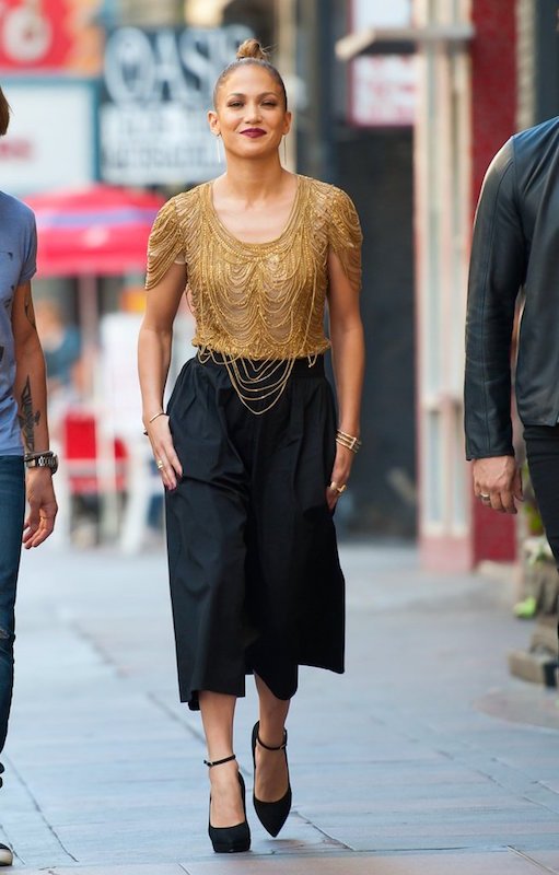 -ClioMakeUp-pantaloni-culotte-abbinare-a-chi-stanno-bene-Jennifer-Lopez