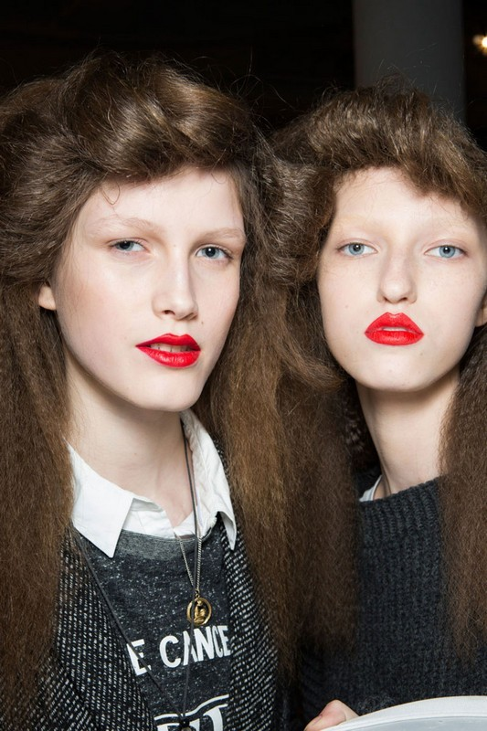 ClioMakeUp-trend-labbra-autunno-inverno-tinte-scure-rosso-fuocoClioMakeUp-trend-labbra-autunno-inverno-tinte-scure-rosso-fuoco