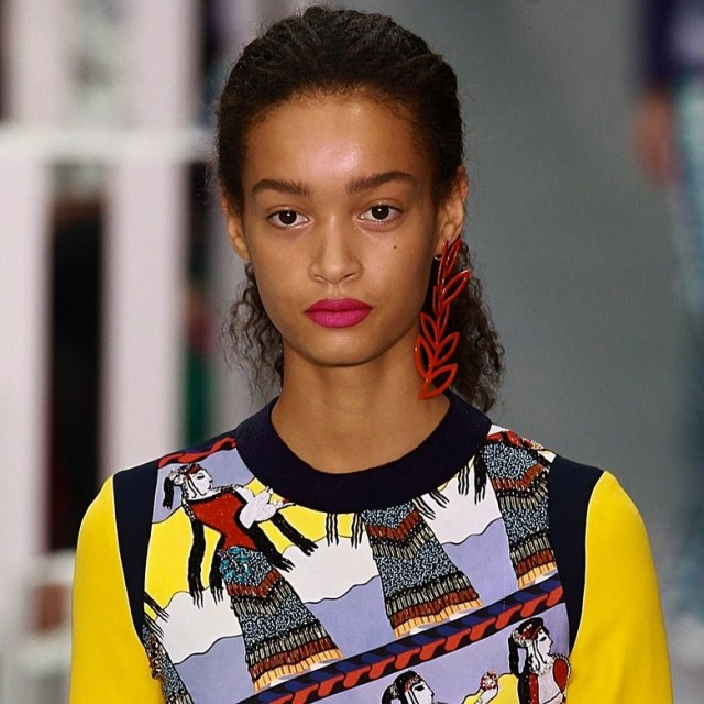 ClioMakeUp-beauty-look-fashion-week-primavera-estate-2017-rossetto-fucsia-mary-katrantzou